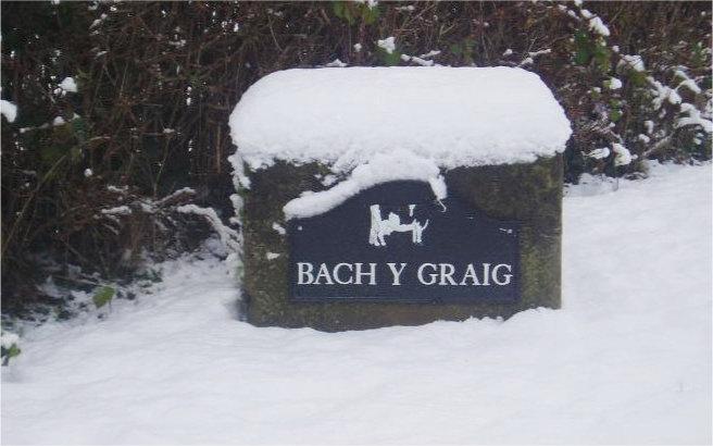 snow sign bach y graig